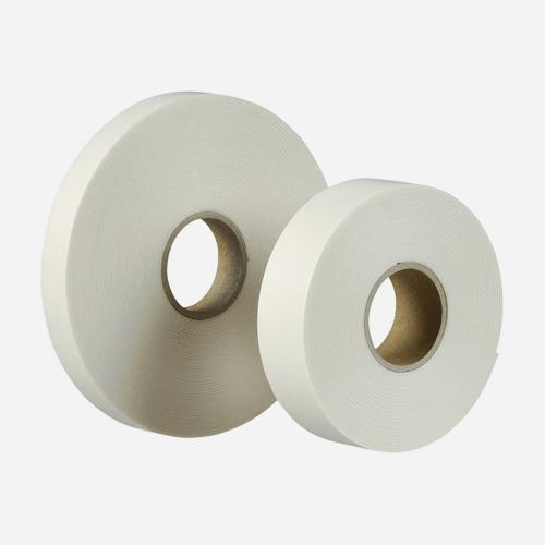 Oboustranně lepicí upevňovací páska v návinech rolí, 25 mm x 1 mm x 10 m, bílá